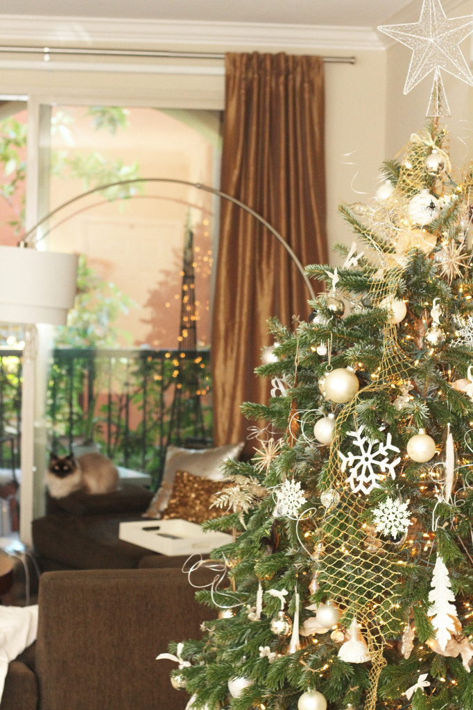 2013 Christmas Décor on BondGirlGlam.com