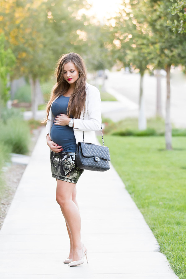 #BumpStyle // Ruched Tee & Sequin Mini Skirt | BondGirlGlam.com