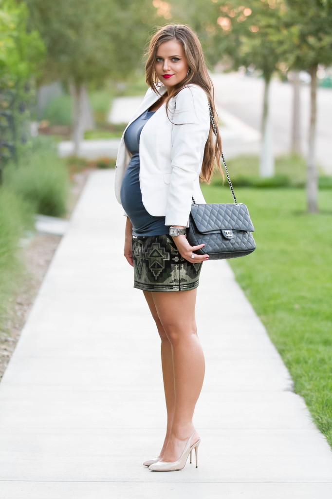 #BumpStyle // Ruched Tee & Sequin Mini Skirt | BondGirlGlam.com