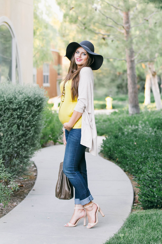 #BumpStyle // Light Cardigan & Rolled Up Jeans | BondGirlGlam.com