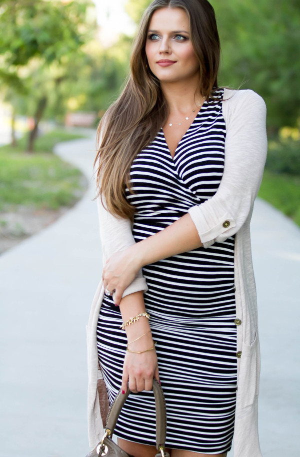 #BumpStyle // Ruched Dress & Cardigan | BondGirlGlam.com