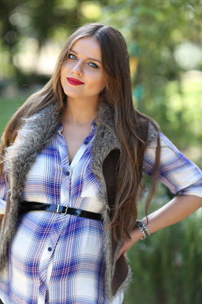 #BumpStyle // Blue Plaid Shirt & Black Distressed Skinny Jeans | BondGirlGlam.com
