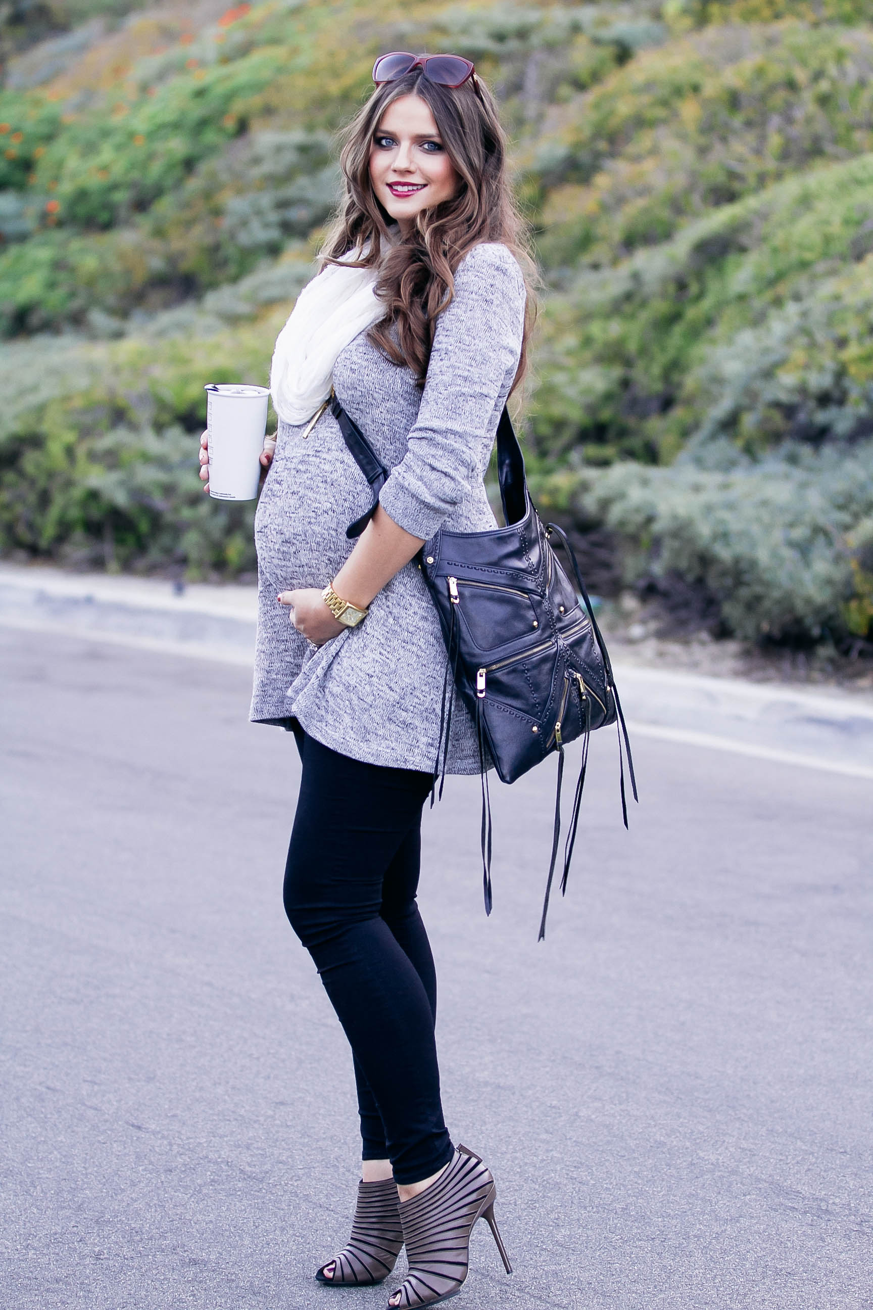 BumpStyle // Grey Tunic &amp Black Skinny Jeans | BondGirlGlam.com