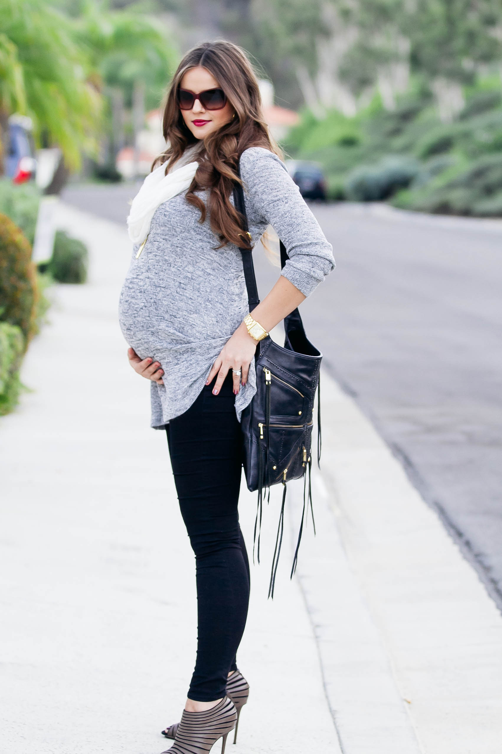 #BumpStyle // Grey Tunic & Black Skinny Jeans