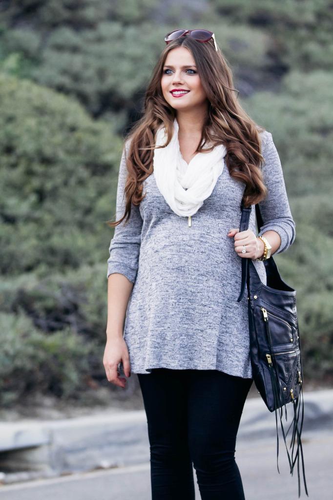 #BumpStyle // Grey Tunic & Black Skinny Jeans   BondGirlGlam.com