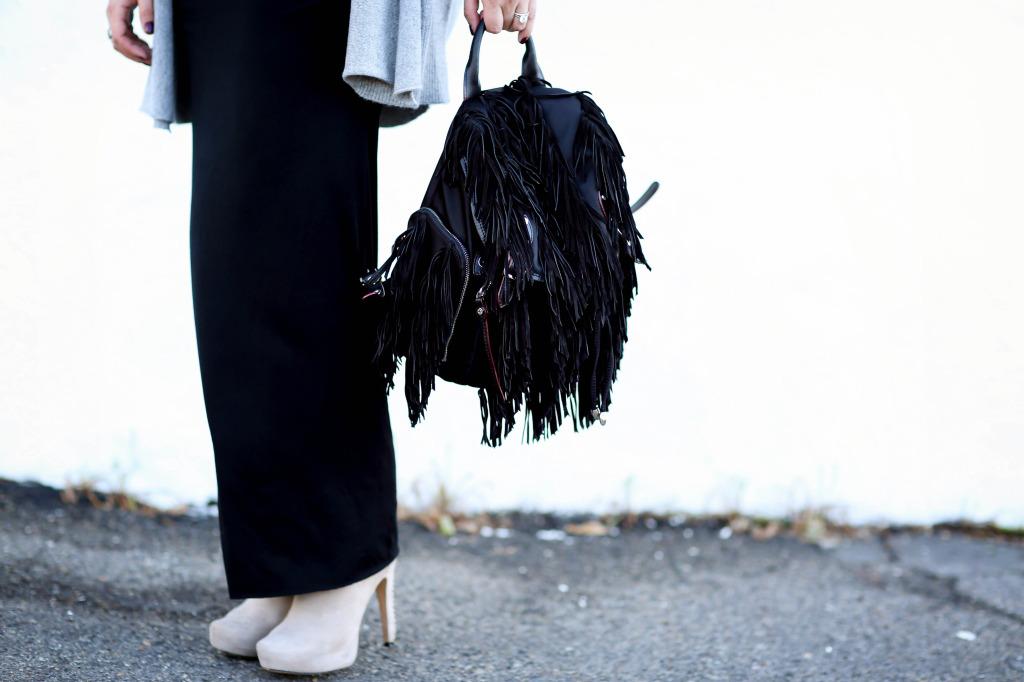 #BumpStyle // Cashmere Cardi, Maxi Dress, & Fringe Backpack | BondGirlGlam.com