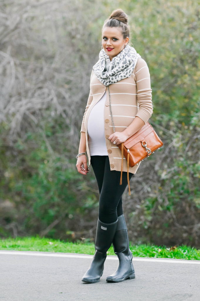 #BumpStyle // Striped Cardigan & Hunter Boots | BondGirlGlam.com