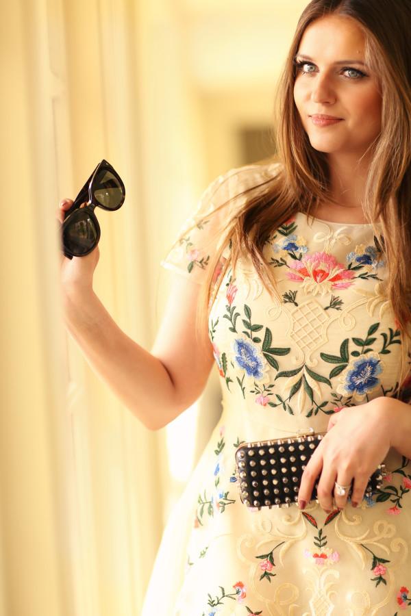 #OOTD // Embroidered Floral Dress & Pigalles | BondGirlGlam.com
