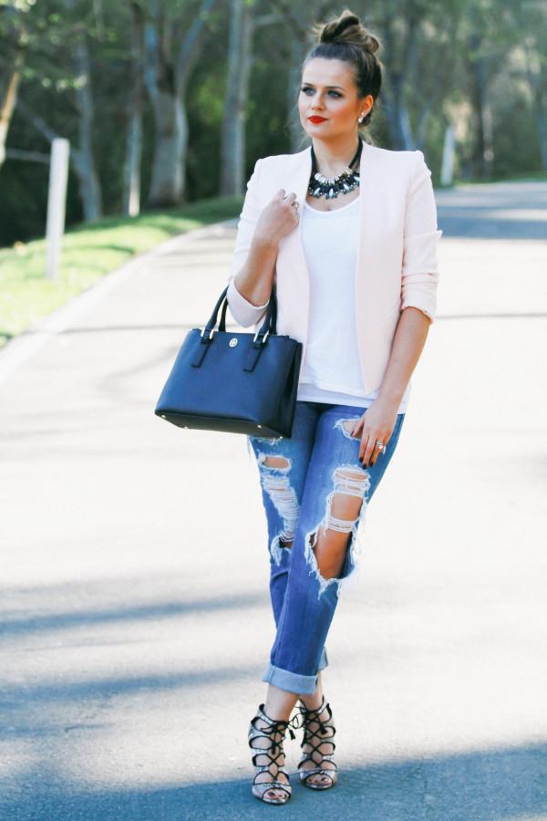 #OOTD // Blush Pink Blazer & Distressed Jeans | BondGirlGlam.com