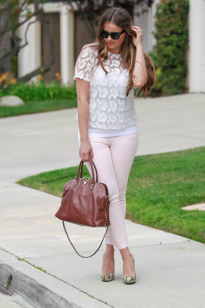 #OOTD // White Embellished Top & Pink Skinny Jeans | BondGirlGlam.com