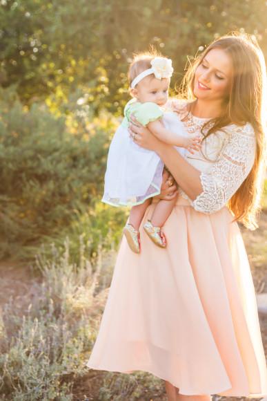 #OOTD // Lace Crop Top & Peach Midi Skirt | BondGirlGlam.com