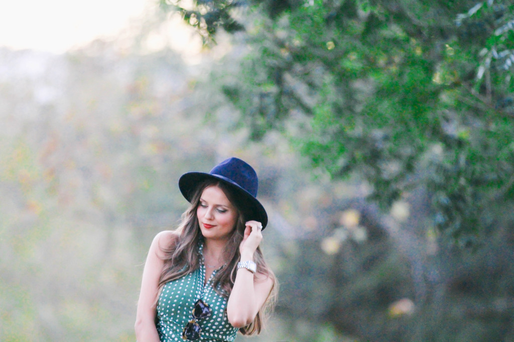 #OOTD // Vintage Green Dotted Shirtdress | BondGirlGlam.com