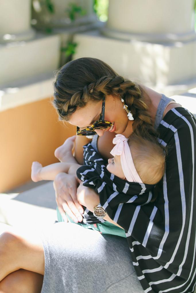 #OOTD // Itzy Ritzy Nursing Happens™ Infinity Breastfeeding Scarf (& Giveaway) | BondGirlGlam.com