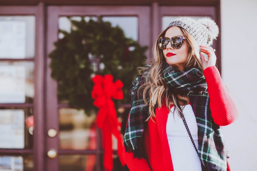 #BumpStyle // Christmas Red Cardigan & Green Plaid Scarf | BondGirlGlam.com