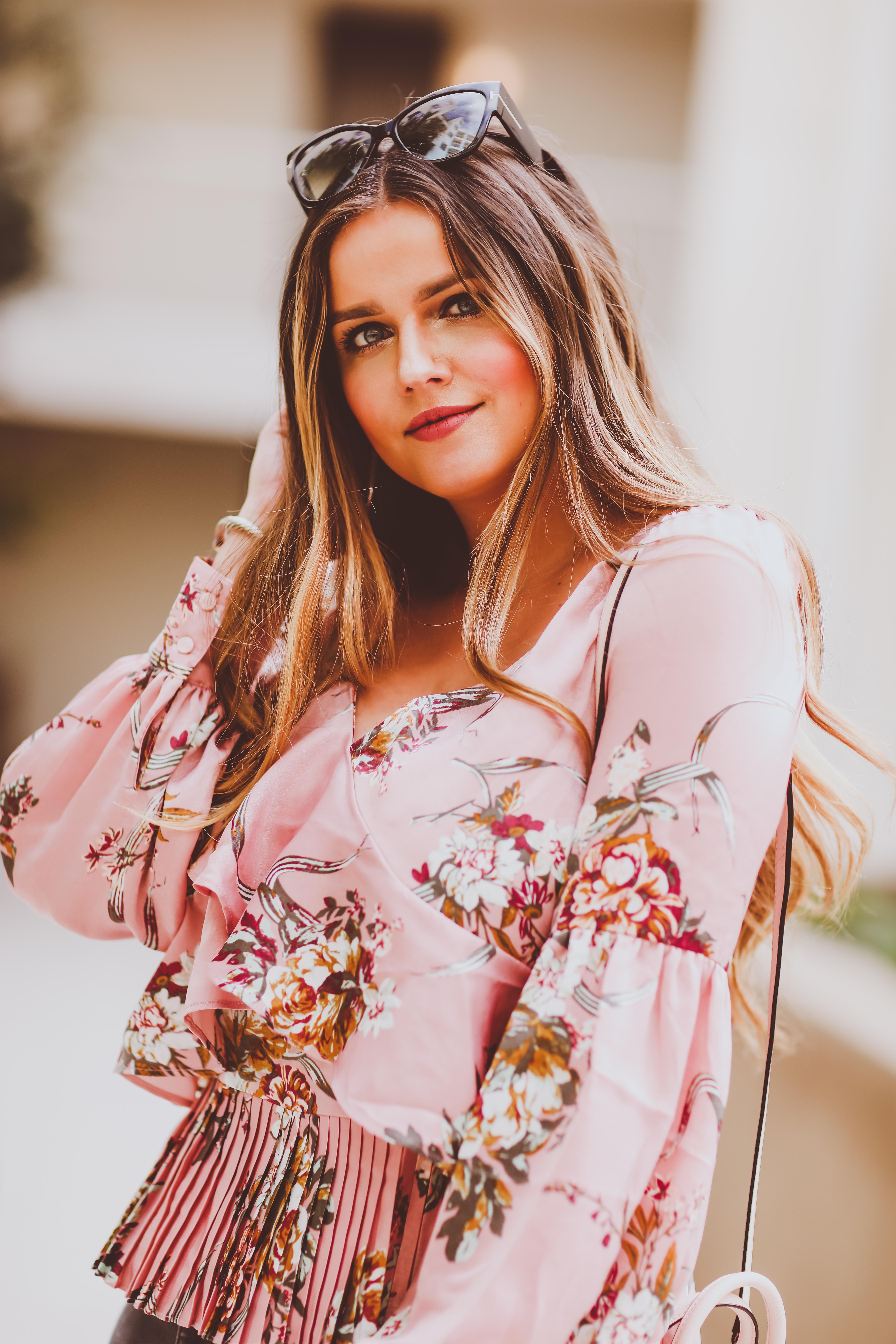 #OOTD // Pink Floral Ruffle Top & Grey Skinny Jeans | BondGirlGlam.com