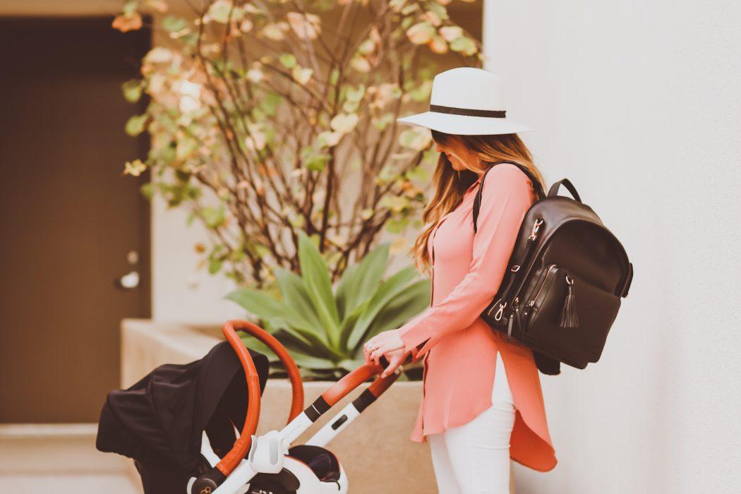 #OOTD // Coral Snap Front Tunic & White Jeans | BondGirlGlam.com