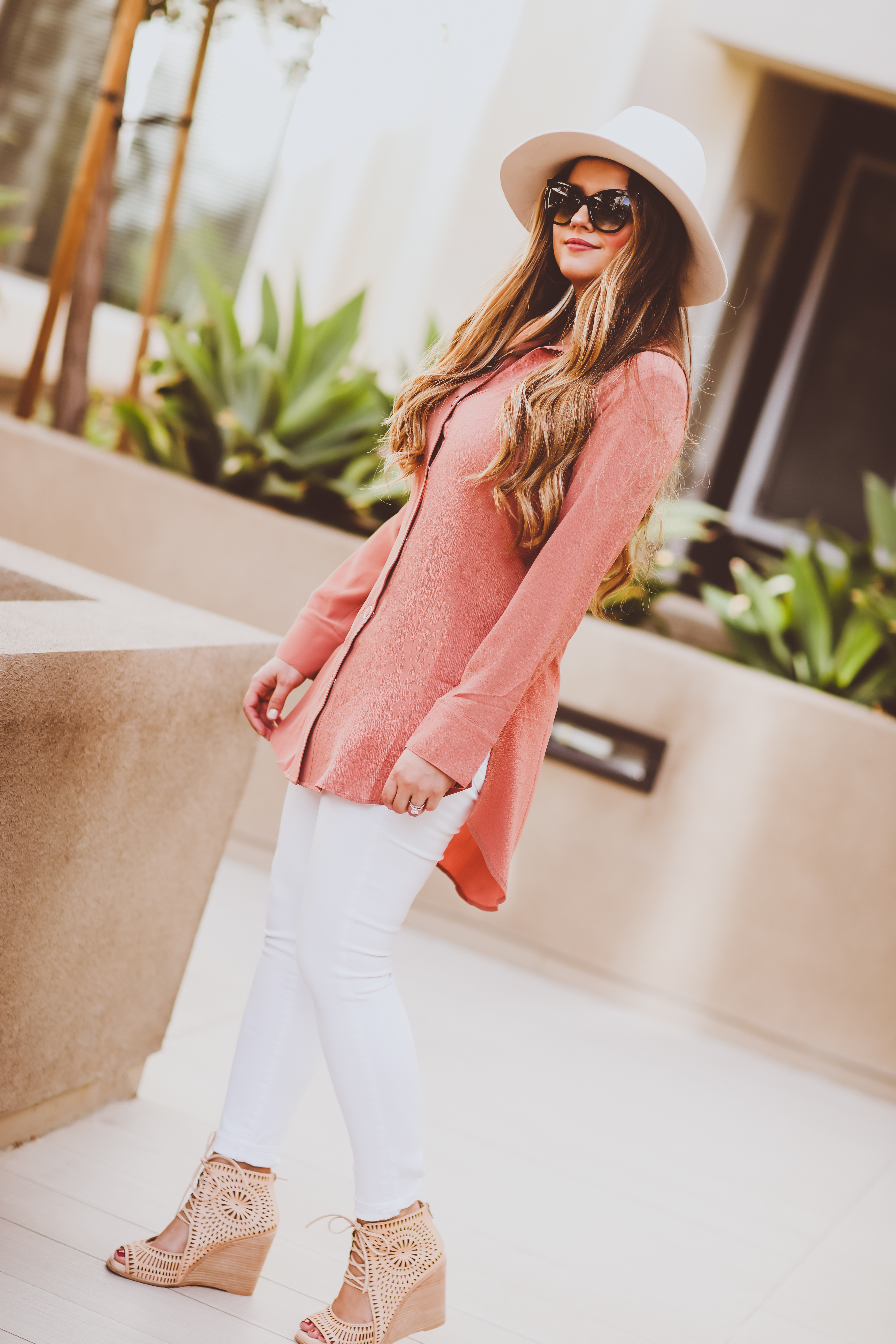#OOTD // Coral Snap Front Tunic & White Jeans | BondGirlGlam.com